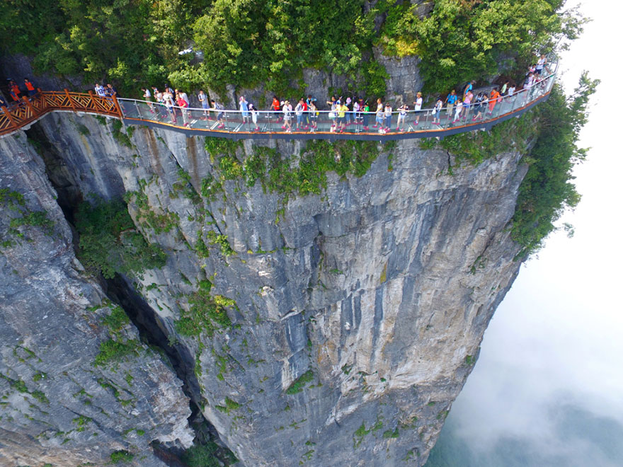 Glass Walkway Tianmen mountain china (1)