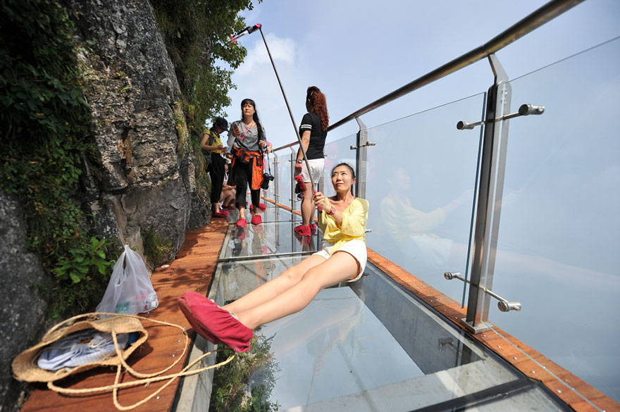 Glass Walkway Tianmen mountain china (6)