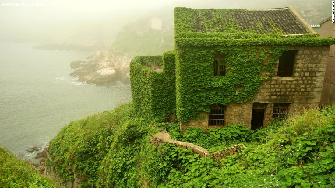 abandoned chinese village ivy vines (2)