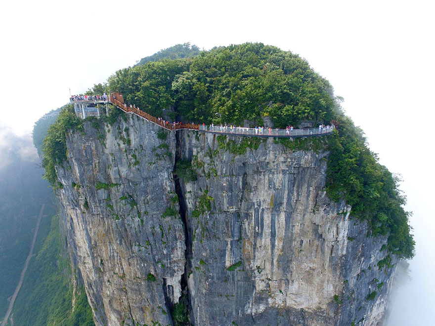 Glass Walkway Tianmen mountain china (4)