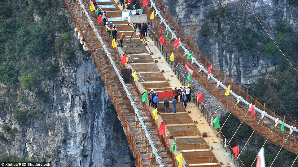 glass bridge china mountain Zhangjiajie (11)