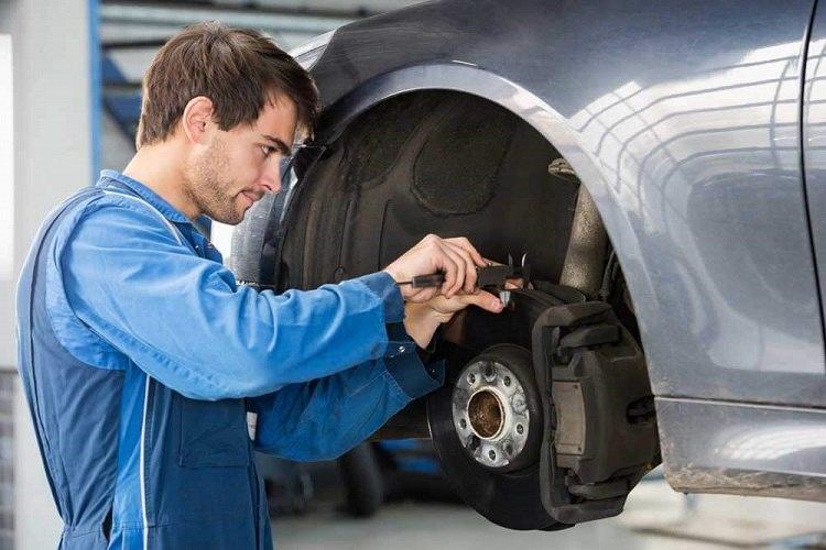 لنت استور- علائم خرابی لنت ترمز خودرو  Signs-of-car-brake-pad-failure